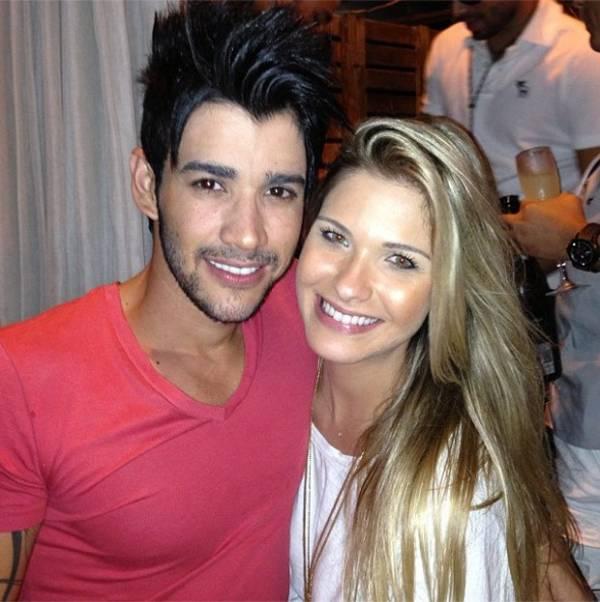 Gusttavo Lima troca declarações de amor públicas com a noiva