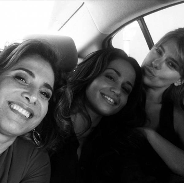 Totia Meirelles posta foto com Nanda Costa e Carol Dieckmann