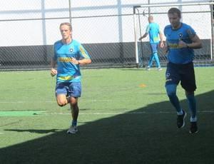 Botafogo faz testes físicos e treino com chuteiras