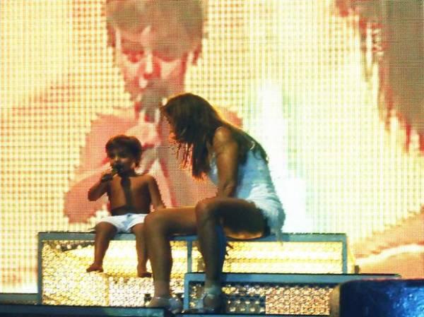 Filho de Ivete Sangalo sobe ao palco e canta com a mãe em show na Praia do Forte