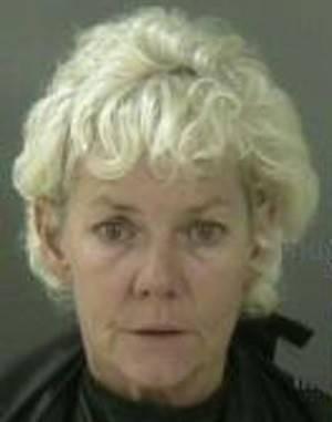 Em ataque de raiva, mulher defeca e urina no chão ao ver marido traindo