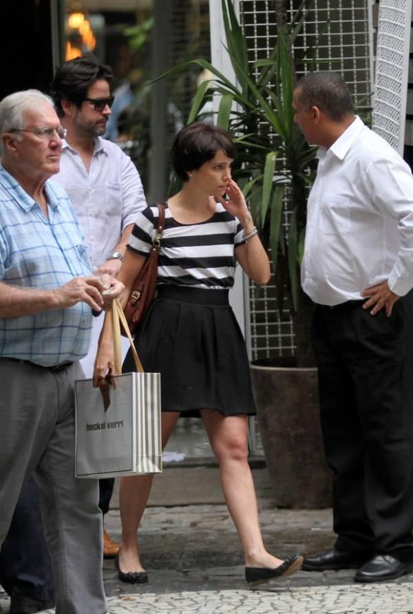 Débora Falabella e Murilo Benício são flagrados juntinhos