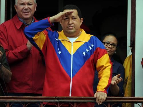 Militares apoiam Maduro e adiamento de posse de Chávez