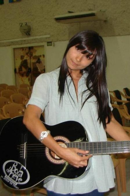 Ex-BBB Natália Nara posou nua e hoje canta em igreja evangélica