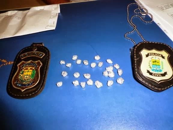 PM estoura ponto de venda de drogas e apreende 24 pedras de crack