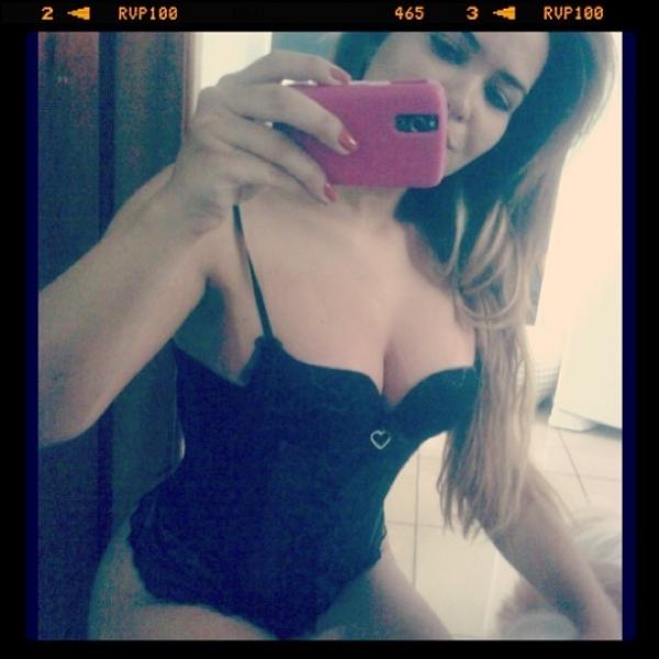 Geisy Arruda usa lingerie supersexy para dormir