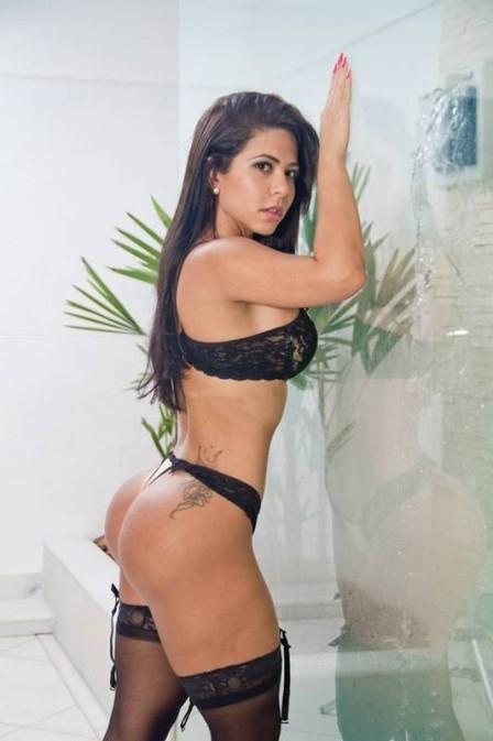 Candidata carioca ao Miss Bumbum posa de lingerie e pede votos: ?Estou confiante?
