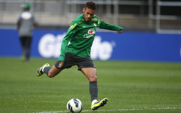Recuperado, Neymar treina, e Felipão garante Hulk na equipe titular
