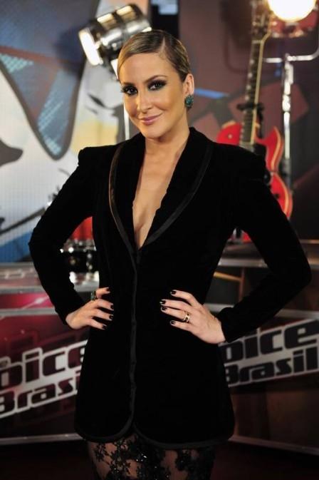 Claudia Leitte sensualiza no The voice, mas nega convites para posar nua