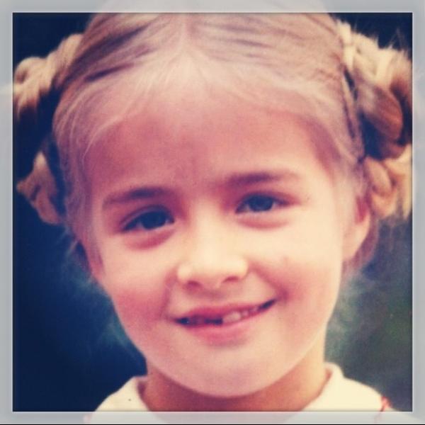 Fofura! Angélica posta fotos da infância