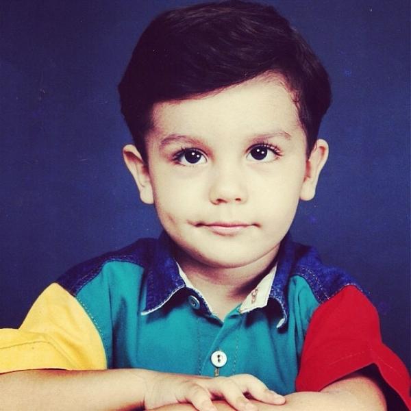 Luan Santana abre o baú e posto foto dele criança