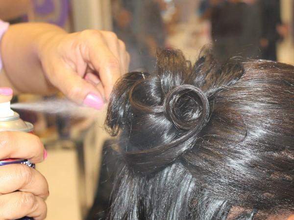 Passo a passo: Penteado em cabelos crespos com aplique