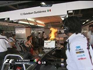 Sauber pega fogo dentro dos boxes, piloto leva susto e joga volante longe