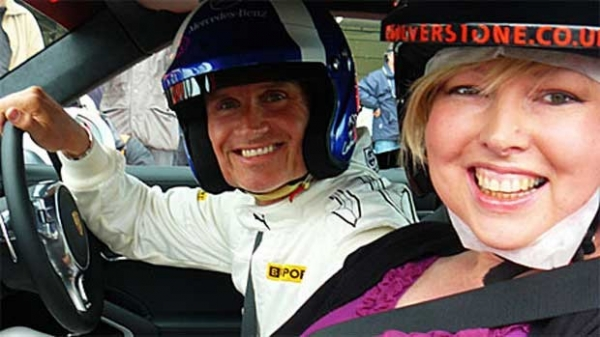 Jornalista da BBC anda em pista de F1 após descobrir câncer terminal