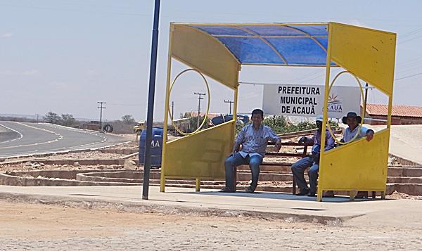 Prefeitura de Acauã instala Ponto de parada de Ônibus na entrada da cidade ás margens da BR-407.