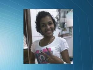 Adolescente de 14 anos é morta a tiros no portão de casa após fofoca