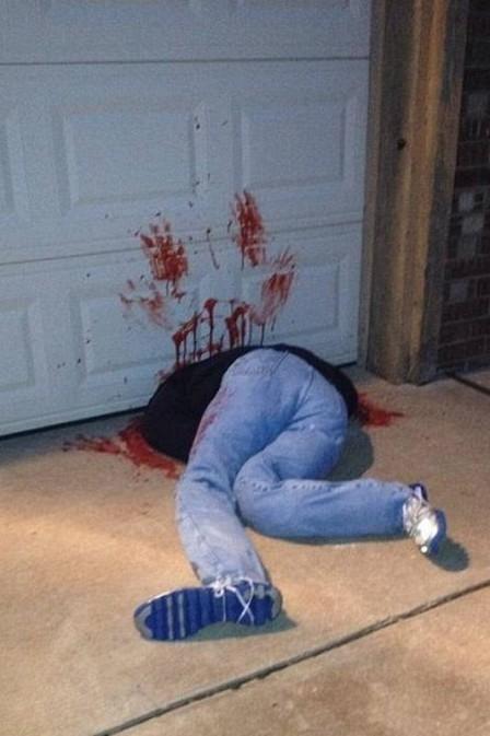 Americano decora a casa para o Halloween com falso cadáver e assusta os vizinhos