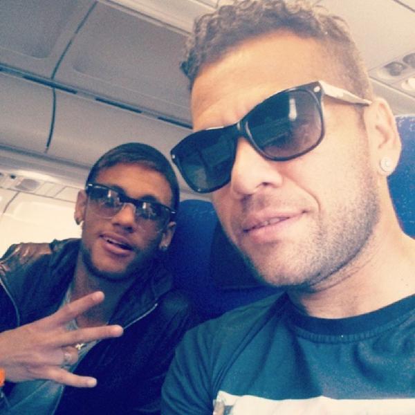 Após amistosos, Dani Alves e Neymar retornam a Barcelona: