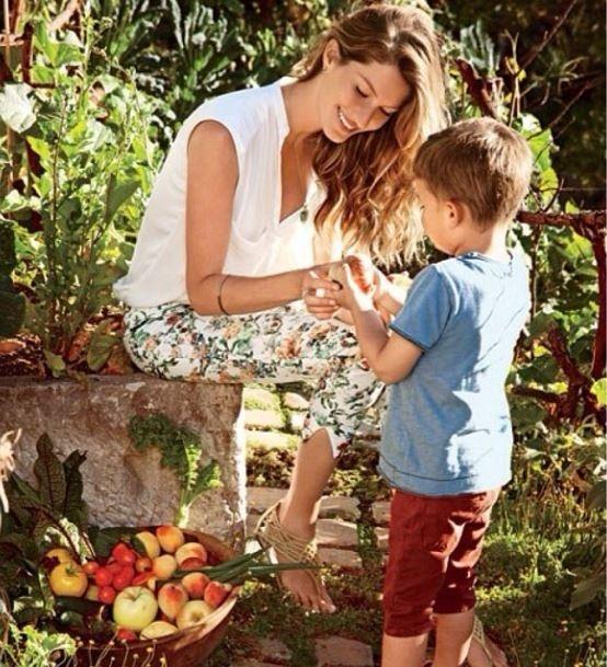 Gisele Bündchen aparece com o filho e manda mensagem contra a fome