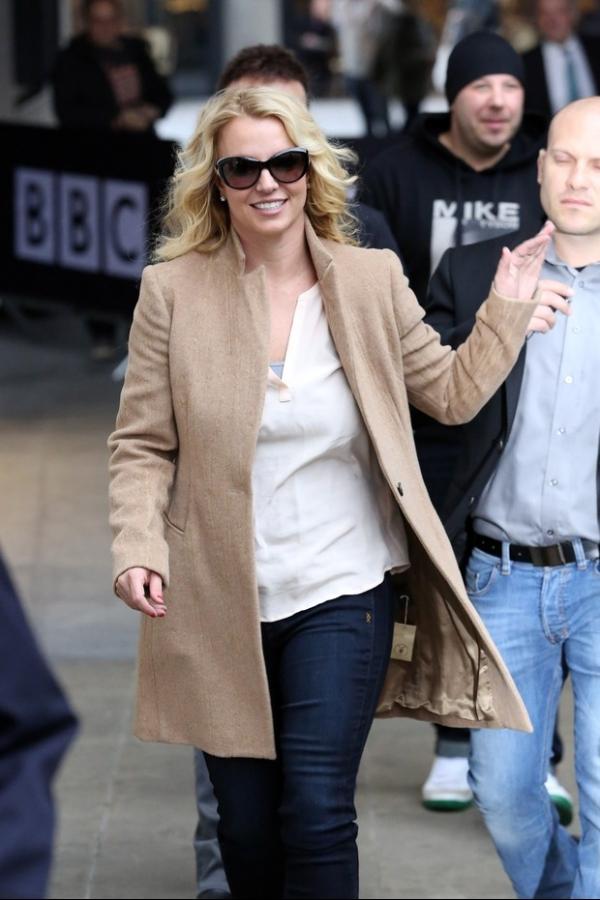 Ops! Britney Spears esquece de tirar etiqueta da roupa