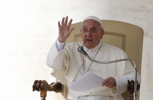 Papa denuncia desperdício de comida durante Dia Mundial da Alimentação