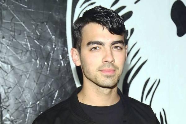 Turnê dos Jonas Brothers foi cancelada por vício de drogas de Joe