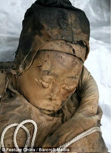 Múmia chinesa é encontrada preservada mesmo depois de cerca de 300 anos