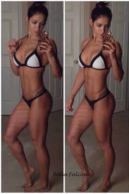 Bella Falconi posta foto de biquíni e se diz satisfeita com o seu corpo atual