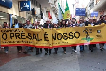 Ex-diretor da Petrobras entra com ação para suspender leilão do pré-sal