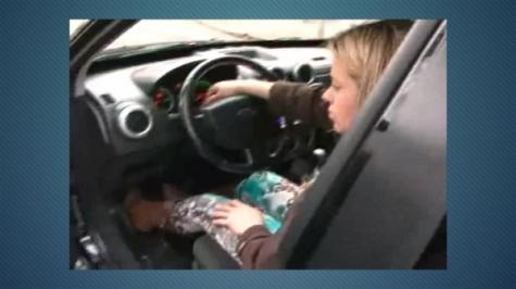 Mulher que dormiu no carro e quis bater em repórter não foi multada