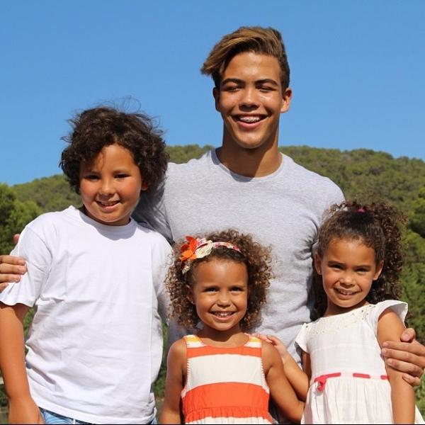 Ronaldo Fenômemo mata saudades dos filhos com foto de todos reunidos