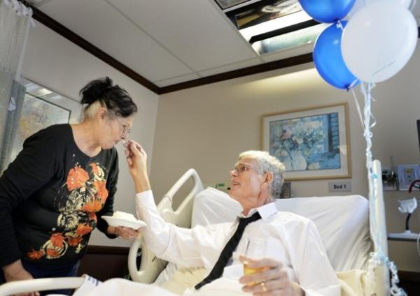 Hospital organiza casamento para paciente em tratamento contra câncer