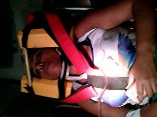 Mulher atingida por carro que caiu de guincho vai para UTI, diz tia de vítima