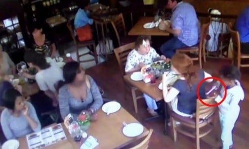 Mulheres usam menina de 7 anos para roubar celular em restaurante