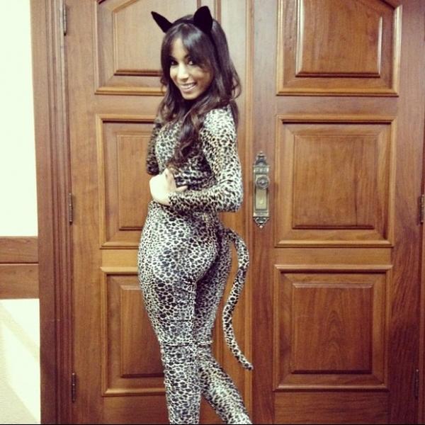 Ba-ban-do! Anitta posta foto usando fantasia de oncinha