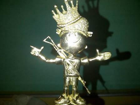 Traficante adota Menino Maluquinho como símbolo e faz estátua cravejada de diamantes e armado - Imagem 1