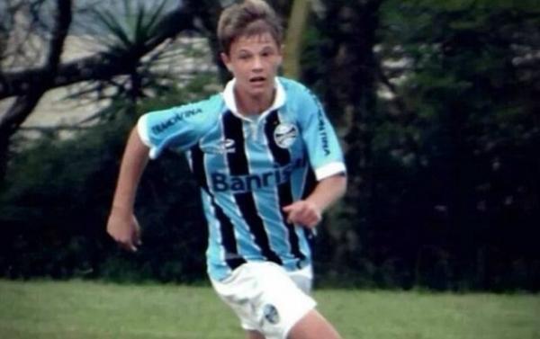 Jovem do Grêmio morto atropelado escapou em acidente que vitimou pai