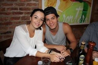 Chega ao fim o namoro de Giovanna Lancellotti e Arthur Aguiar, diz jornal