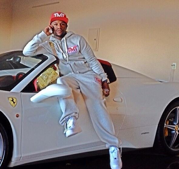 Floyd Mayweather posa com Ferrari e diz: