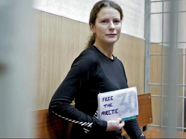 Ativista brasileira do Greenpeace tem pedido de fiança negado na Rússia