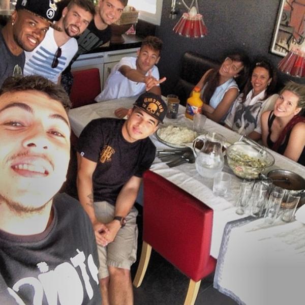 Na véspera do 1º clássico contra o Real, Neymar posta almoço
