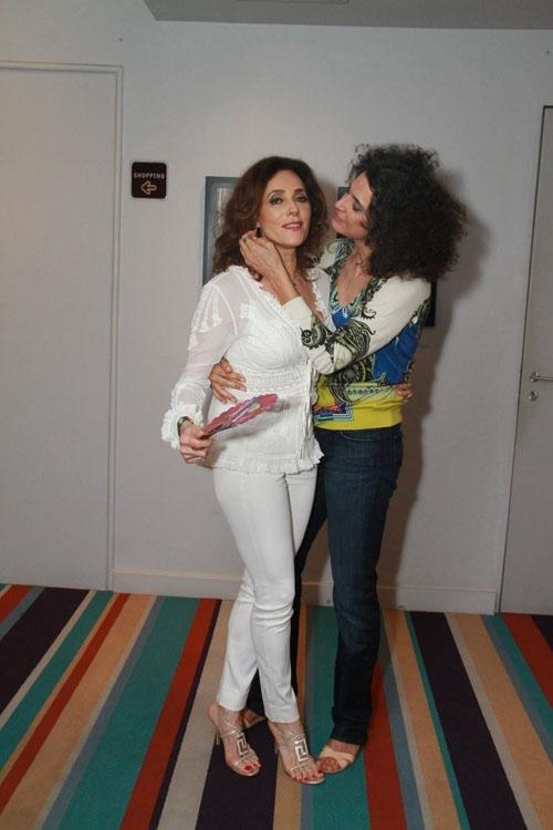 Christiane Torloni ganha selinho de Simone em show no Rio de Janeiro