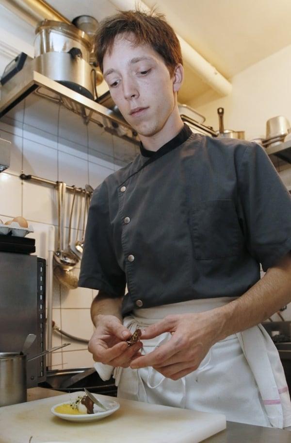 Bar oferece pratos feitos com gafanhotos e escorpiões na França