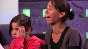 Mãe de menina criada por ciganos gregos diz na TV que se arrepende