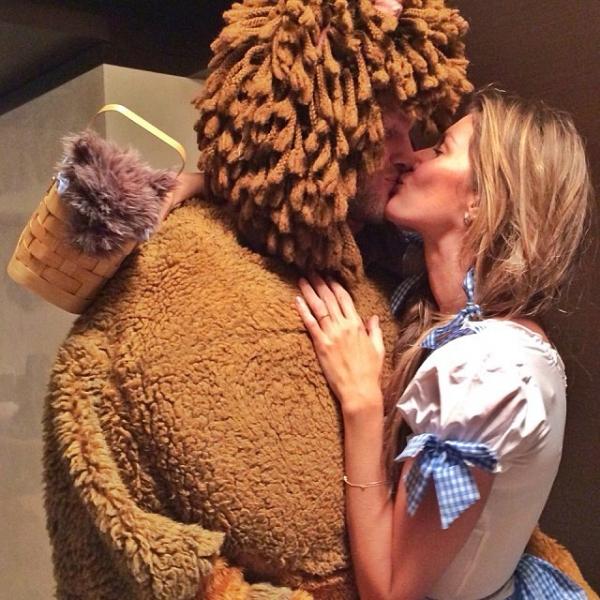 Gisele Bündchen beija o marido: