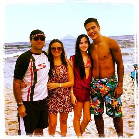Filho de Ronaldo, Ronald Lima mostra que está namorando sério e posa com estudante e sogros