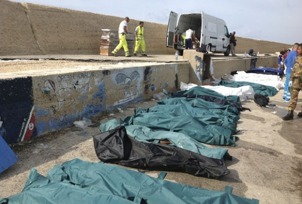 Pelo menos 82 imigrantes ilegais morrem após barco naufragar em costa no sul da Itália