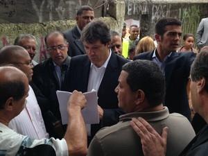 SP: Haddad afirma que foi de ônibus à prefeitura nesta quinta-feira
