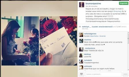Bruna Marquezine recebe bilhetinho e flores de Neymar