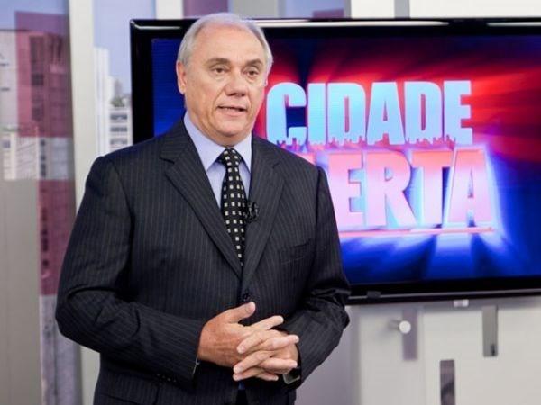 Marcelo Rezende comete gafe e fala para público assistir